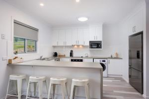 A kitchen or kitchenette at Albury Yalandra Apartment 4