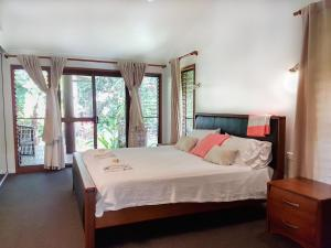 A bed or beds in a room at Crazy About Cairns Resort Living - 6 Bedrooms