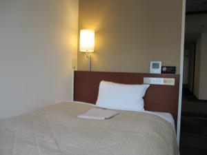 Tempat tidur dalam kamar di Hotel Resh Tottori Ekimae