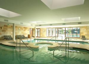 The swimming pool at or close to Tisza Balneum Hotel
