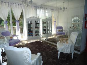 A seating area at Pousada Perfume de Canela