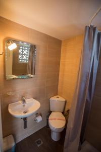 Ένα μπάνιο στο Ξενοδοχείο Νίκη