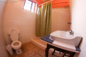 A bathroom at Rollanda Hotel