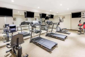 The fitness centre and/or fitness facilities at Ramada by Wyndham Flushing Queens