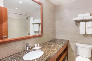A bathroom at Ramada by Wyndham Flushing Queens