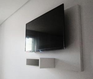 Uma TV ou centro de entretenimento em Hotel Farrapos