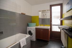 A bathroom at RENTY Côté Parc Parking inclus