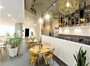 A restaurant or other place to eat at Song Hotel Sydney