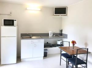 A kitchen or kitchenette at Homestead Caravan Park