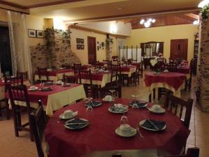 Un restaurante o sitio para comer en La Casa del Filandón- HOTEL RURAL
