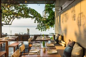 A restaurant or other place to eat at Casa De Mar - SHA Plus