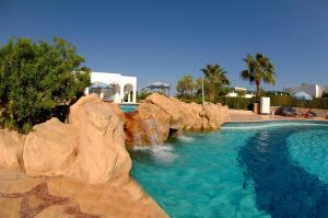 Het zwembad bij of vlak bij Safir Sharm Waterfalls Resort