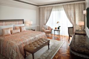A bed or beds in a room at Palazzo Versace Dubai