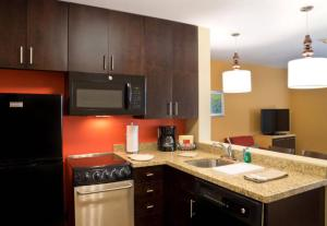 A kitchen or kitchenette at TownePlace Suites by Marriott Dodge City