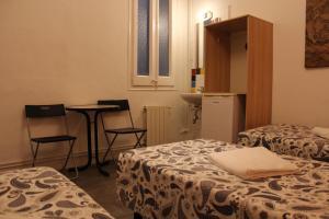 Llit o llits en una habitació de Pensión Arosa