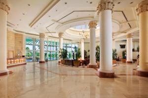 De lobby of receptie bij Safir Sharm Waterfalls Resort