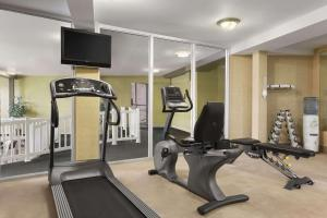Фитнес-центр и/или тренажеры в Travelodge by Wyndham Edmundston