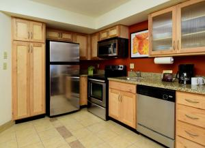 A kitchen or kitchenette at Residence Inn by Marriott Salt Lake City Downtown