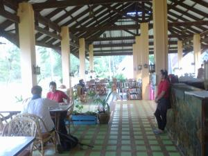 A restaurant or other place to eat at Gooddays Lanta Beach Resort