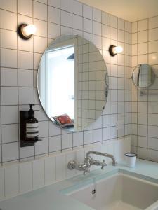 A bathroom at The Oyster Inn