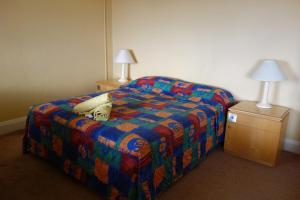 A bed or beds in a room at Tumut Star Hotel