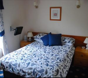 A bed or beds in a room at Denmore Guest House