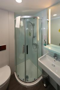 Un baño de easyHotel Liverpool