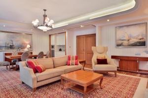 A seating area at Retro Riverside Wellness Resort