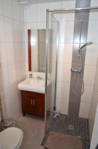 A bathroom at Chambres d'Hôtes Arnold