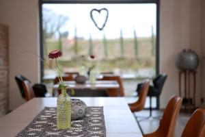 A restaurant or other place to eat at Vinotel Dollt-Kern