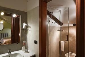 A bathroom at La Giolitta Bed & Breakfast