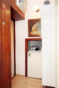 Küche/Küchenzeile in der Unterkunft Apartments by the sea Pucisca, Brac - 770