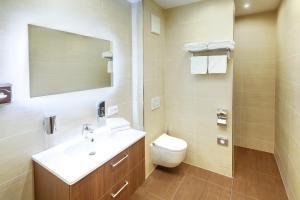 Ein Badezimmer in der Unterkunft Hotel Füssen