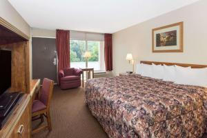 A bed or beds in a room at Days Inn by Wyndham Dubuque