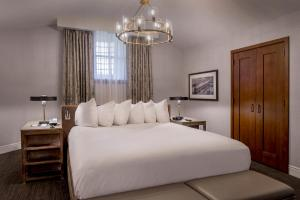 A bed or beds in a room at St. Louis Union Station Hotel, Curio Collection by Hilton