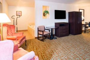 A seating area at Days Inn & Suites by Wyndham Spokane Airport Airway Heights