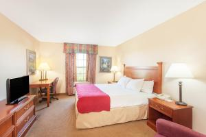 A bed or beds in a room at Ramada by Wyndham Sparta/At Speedway