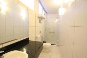 A bathroom at Hotel Confiance Prime Batel