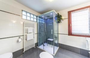 Salle de bains dans l'établissement Ca' Delfina Holiday Home