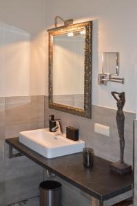 A bathroom at Vinotel Dollt-Kern