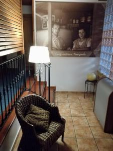 A seating area at Hotel Rural Cuartamenteru