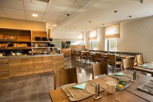 Ein Restaurant oder anderes Speiselokal in der Unterkunft Hotel der Freiraum