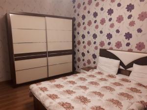 Cama ou camas em um quarto em Ferid Apartament