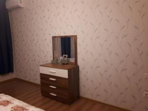 Uma TV ou centro de entretenimento em Ferid Apartament