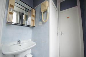 A bathroom at L'Esplanade