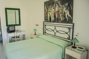 A bed or beds in a room at Hotel Parco Maria Terme