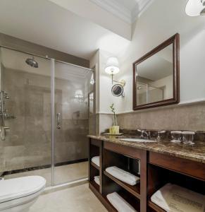 A bathroom at Nobil Luxury Boutique Hotel