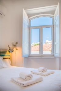 A bed or beds in a room at Casa Portas de Portugal – Comfort in Lagos