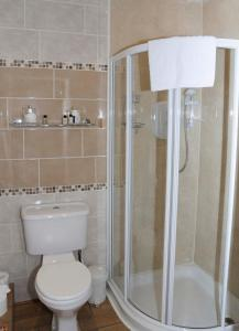 A bathroom at Douglas House