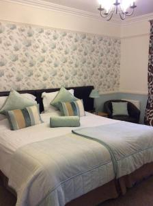 A bed or beds in a room at Douglas House
